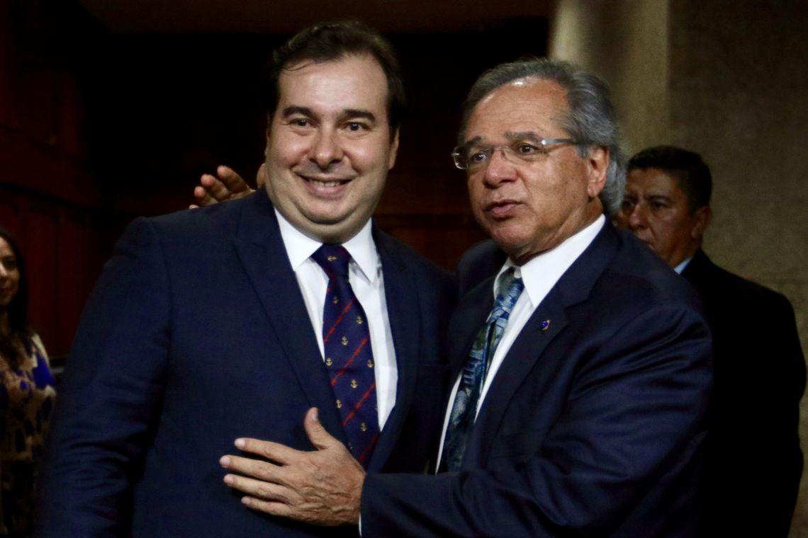 Rodrigo Maia e Paulo Guedes tentam reconciliação nesta segunda (5) - Brasil123